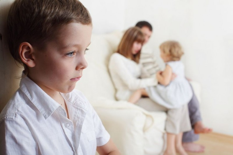 Ревность ребенка к сестренке или брату, когда кажется, что ее (его) любят больше