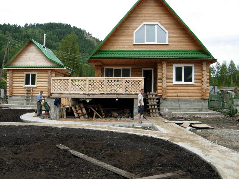 Если загородный дом планируется строить из дерева, то наиболее выгодным вариантом будет дом из бруса