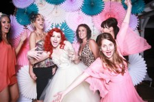 Как развлечь гостей на свадьбу: выбираем артистов